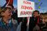 Участники митинга с плакатом «Пора вернуть Аляску!»