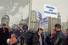 Участники митинга с плакатом «Севастополь — город русских моряков»