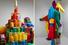 Библиотека цветных шерстяных образцов; инсталляция из пальто 1970-х, которые стали частью камерыColorama
