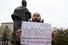 Журналист и муниципальный депутат Илья Азар у памятника Крупской