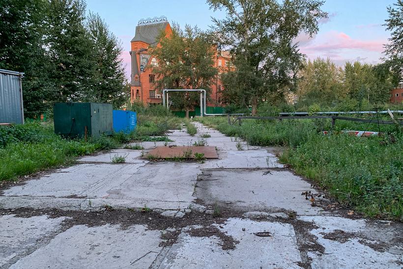 2. Пустырь в километре от Кремля