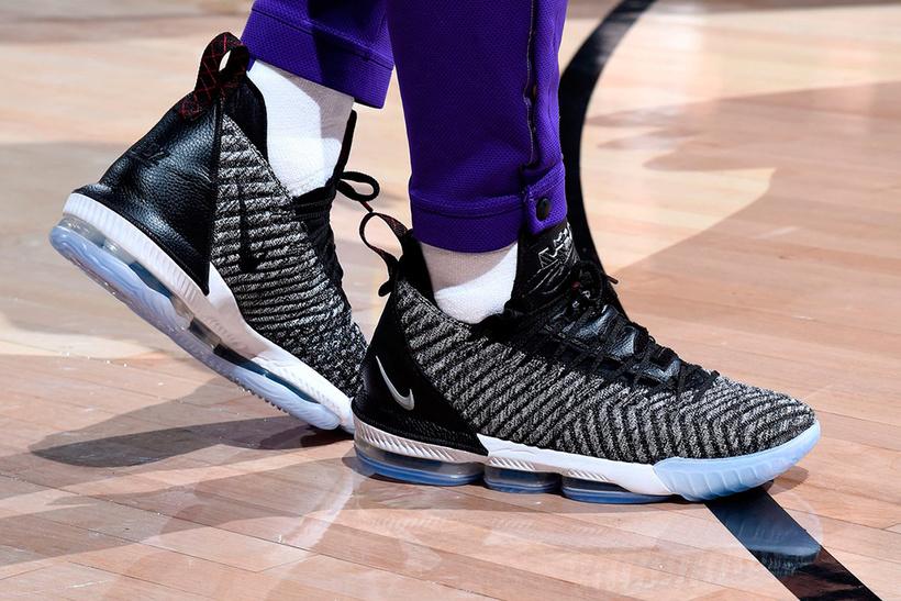 Леброн Джеймс (Nike) — $32 млн