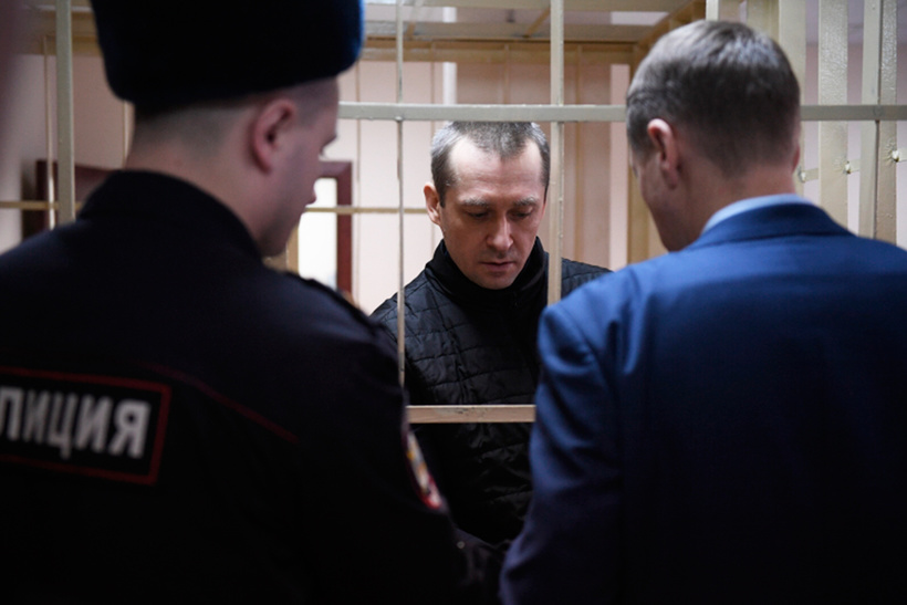 Полковник МВД Дмитрий Захарченко. Сумма — 9,5 млрд рублей (почти $150 млн по курсу на сентябрь 2016 года)