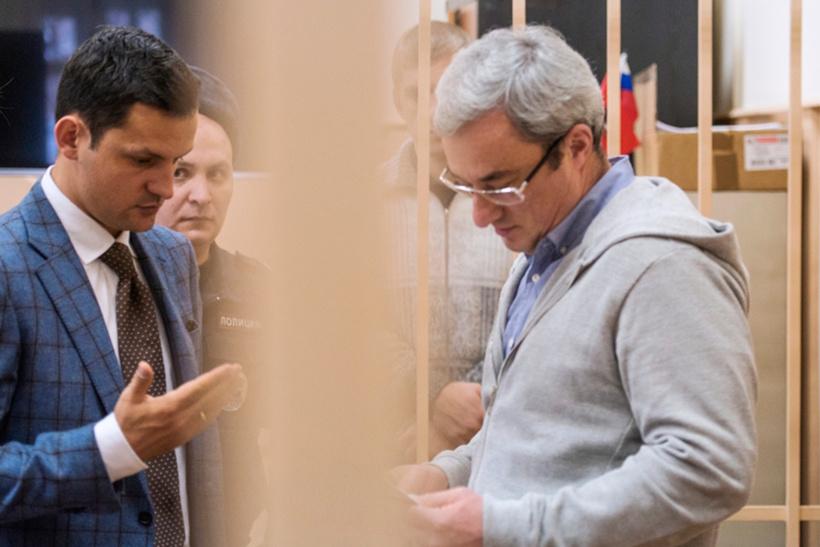 Бывший глава Республики Коми Вячеслав Гайзер. Сумма — около 1 млрд рублей ($26 млн по средневзвешенному курсу в 2014 году)