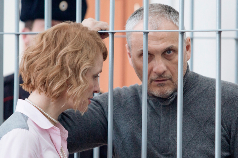 Бывший губернатор Сахалинской области Александр Хорошавин. Сумма — более 1  млрд рублей ($15,9 млн по курсу на конец марта 2015 года)