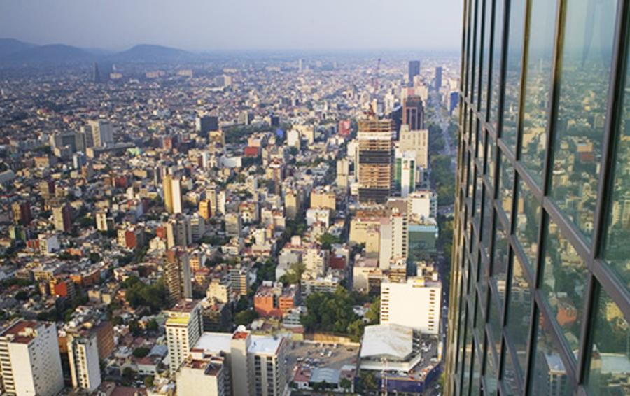Мехико, городом с населением более 20 млн человек, смог управлять мэр без всякого хозяйственного опыта