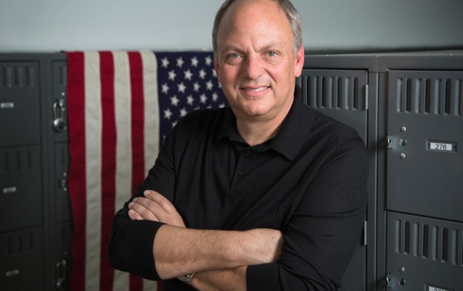 Основатель и генеральный директор WeatherTech Дэвид Макнил