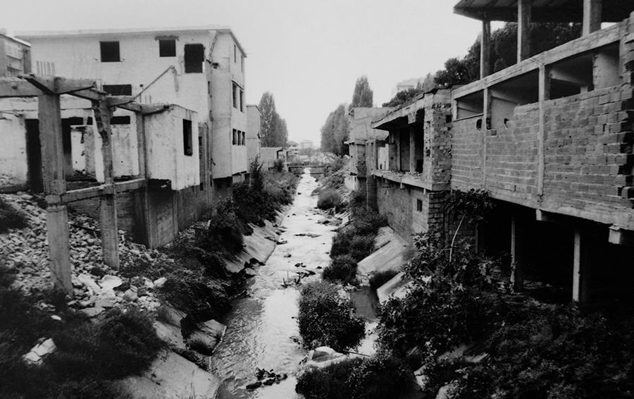 Сейчас набережные Ланы и Тиране покрыты газоном, а раньше выглядели так.