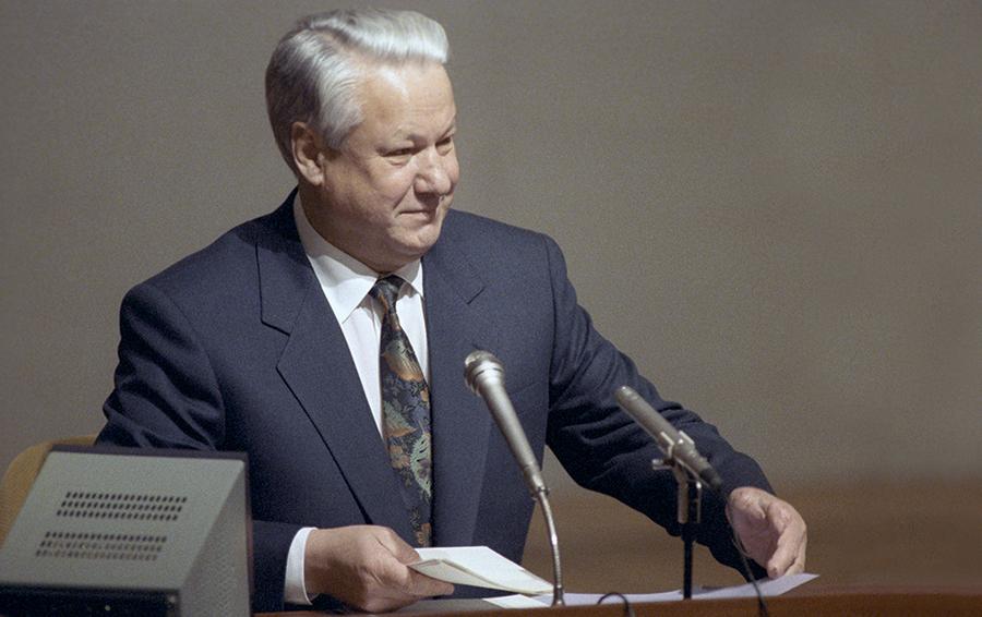 Борис Николаевич Ельцин во время заседания Верховного Совета РСФСР.