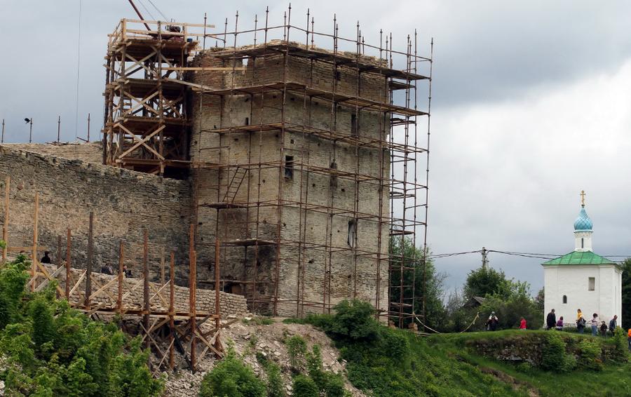 Реставрационные, археологические и восстановительные работы на территории историко-архитектурного музея-заповедника