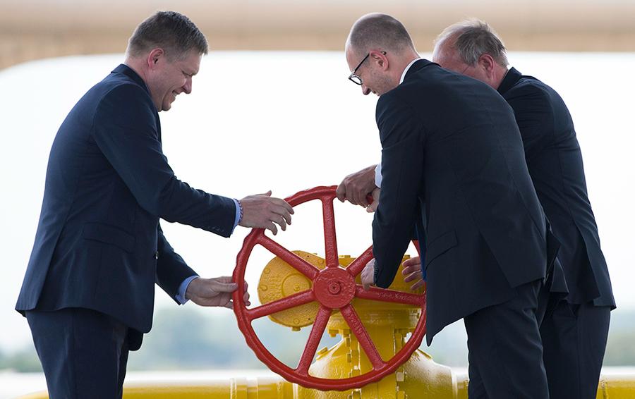 Церемония запуска реверсных поставок газа на Украину из Словакии.