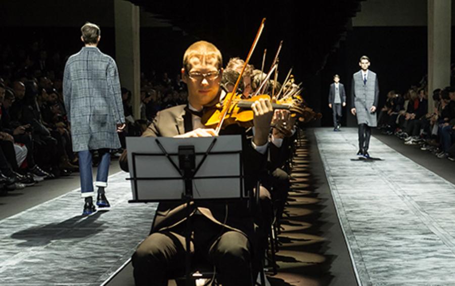 Показ Dior Homme под аккомпанемент симфонического оркестра