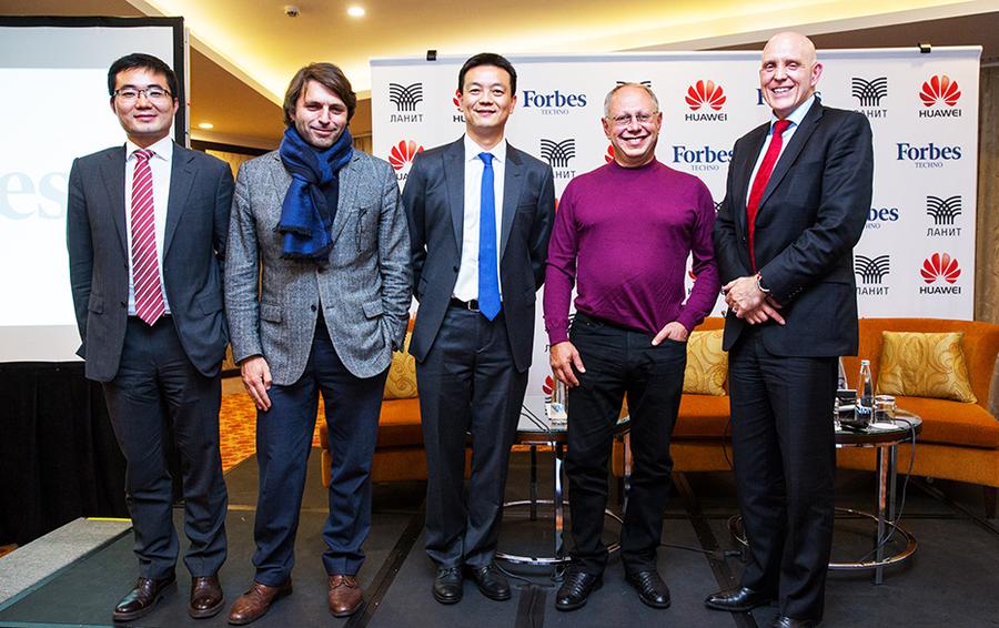 Открытие первого заседания в формате Forbes Techno. На фото справа налево: Пол Скэнлан, Георгий Генс, Эйден У, Николай Усков, Сюй Чао