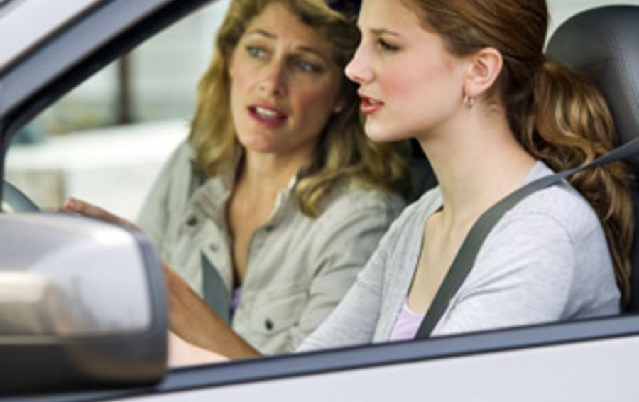 Женщины-автоинструкторы уделяют больше времени навыкам парковки и имеют ввиду проблемы автолюбительниц с