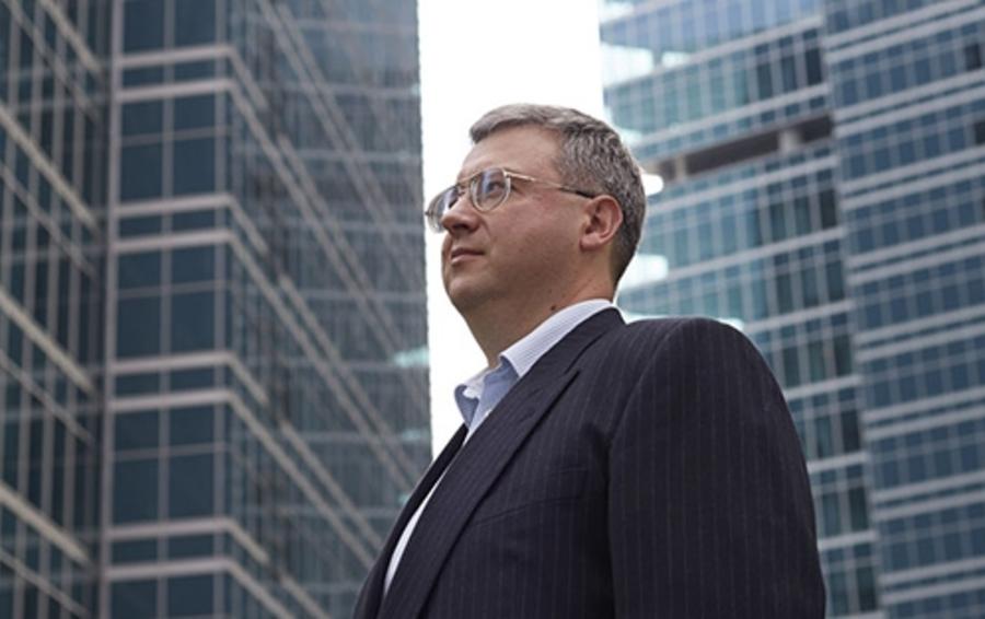 Дмитрий Дудукин торгует американскими акциями, находясь в России
