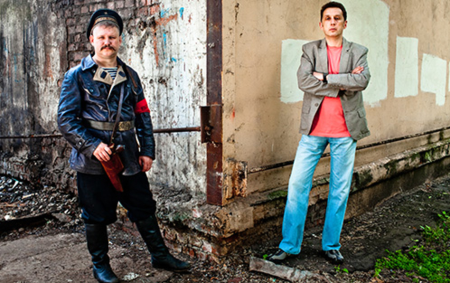 Дмитрий Крупенников (слева) и Павел Блохин зарабатывают на реконструкции обмундирования прошлого века