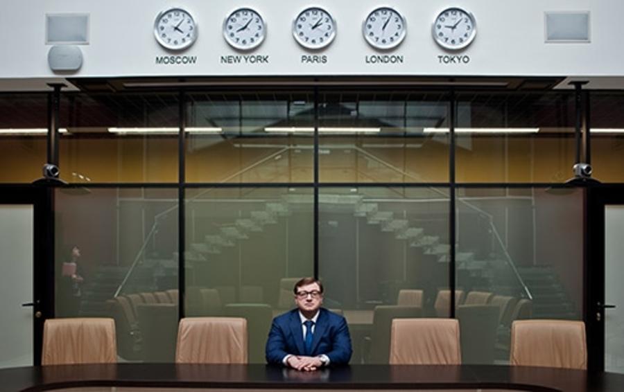 Питерский девелопер, реставратор, а теперь и строитель порта Бронка Дмитрий Михальченко в своем офисе
