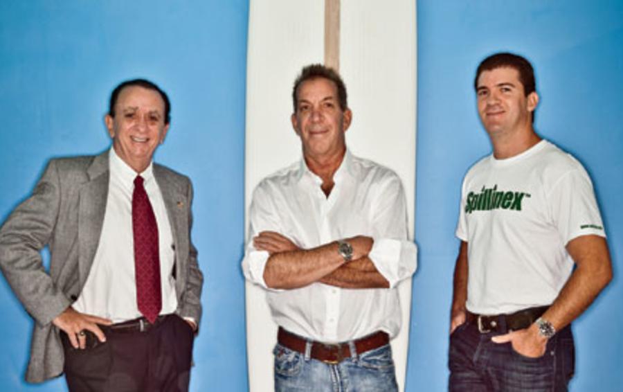 Партнеры Monarch green: Стив Кокс (в середине), отец и сын Росси