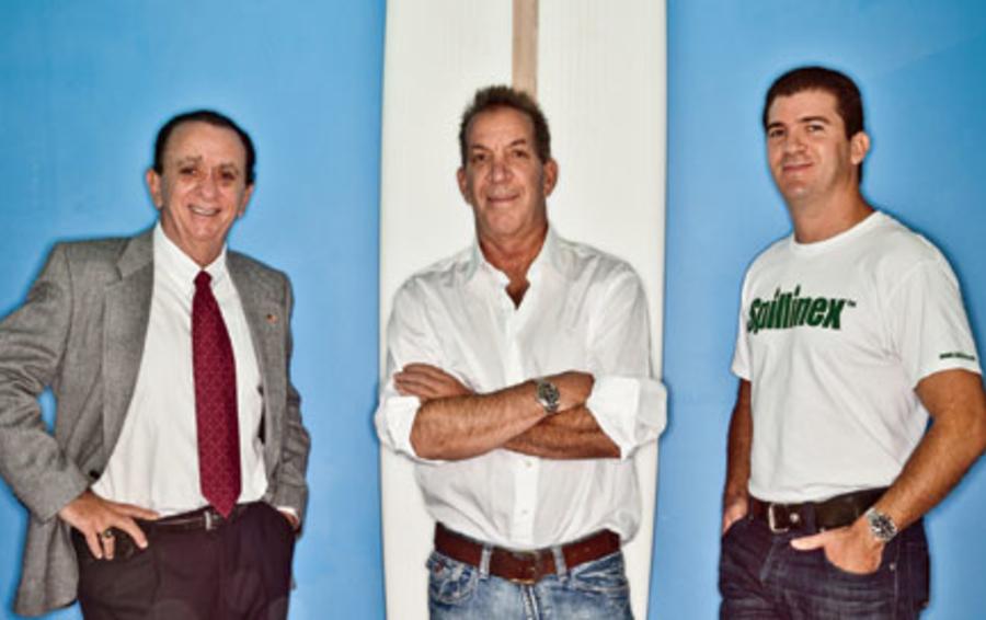 Партнеры Monarch Green: Стив Кокс (в центре), отец и сын Росси