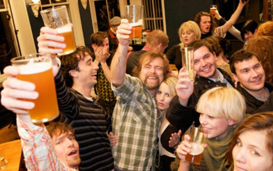 Посетители баров ценят экономию