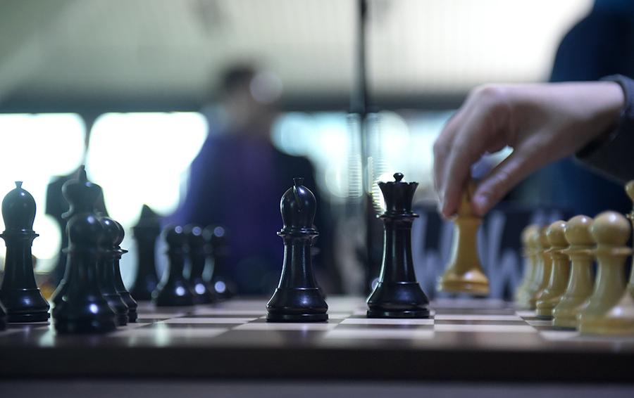 в не казино почему в шахматы играют