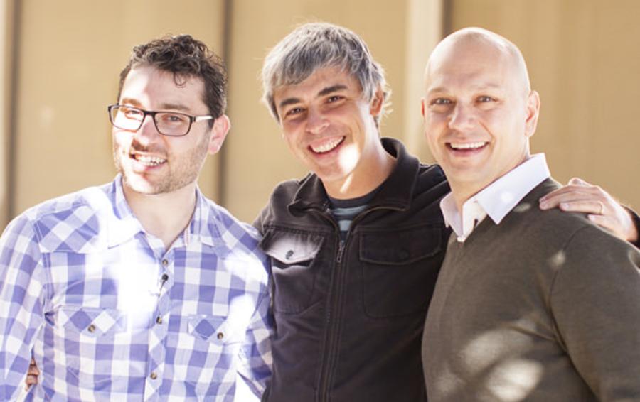 Слева направо: сооснователь Nest Мэтт Роджерс, гендиректор Google Ларри Пейдж, сооснователь и гендиректор Nest Тони Фаделл