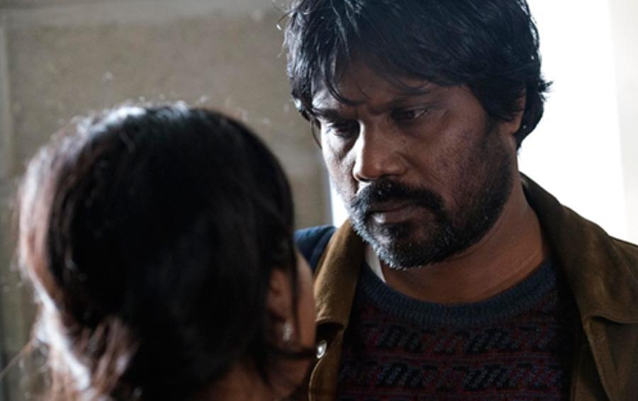 Фильм «Дипан» рассказывает о беженцах из Шри-Ланки, которые договариваются называть себя семьей