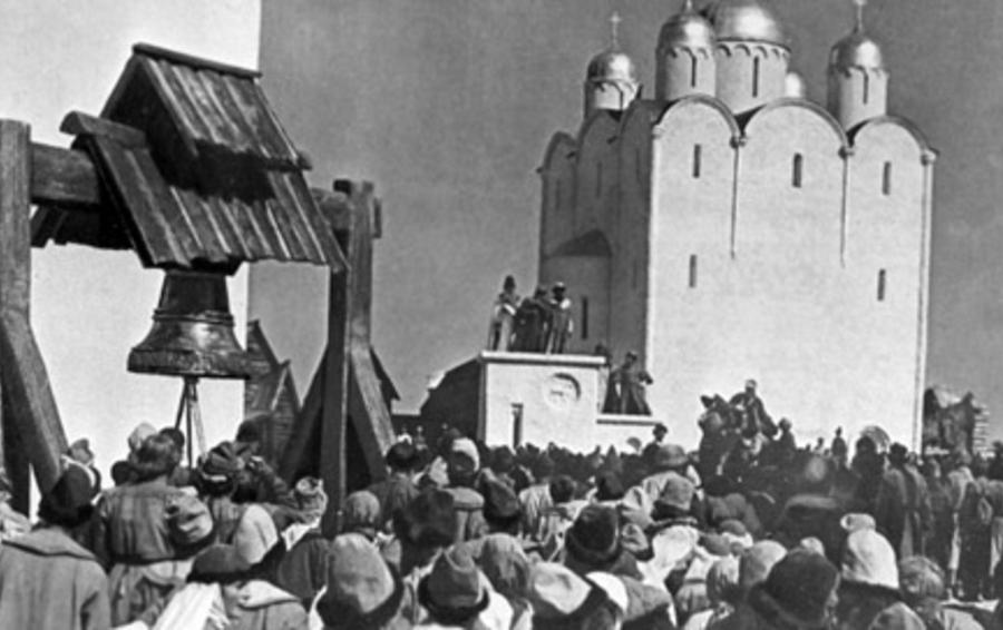 Колокол собирает народ на вече в Новгороде. Кадр из к/ф С. Эйзенштейна «Александр Невский»