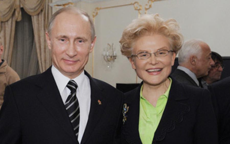 Владимир Путин (слева) и Елена Малышева - врач и телеведущая