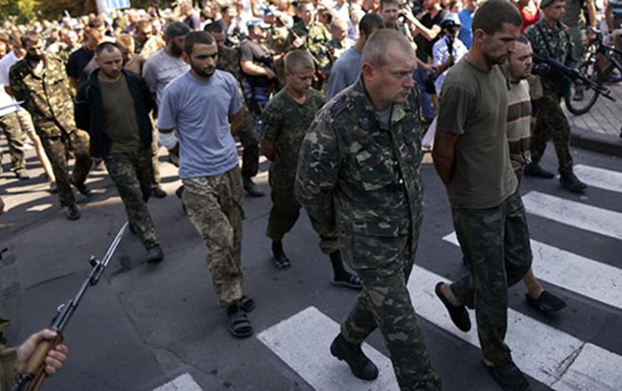 Марш колонны пленных украинских военнослужащих по Донецку