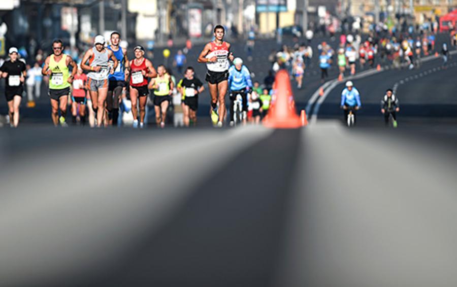 Моду на марафоны в кризис умело подают спортивные бренды