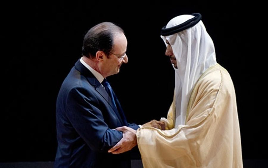 Франсуа Олланд и шейх Султан бин Тахнут аль-Нахайян на открытии выставки в Лувре