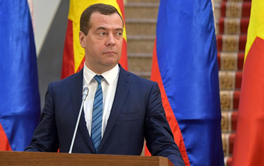 Премьер РФ Дмитрий Медведев во время визита во Вьетнам