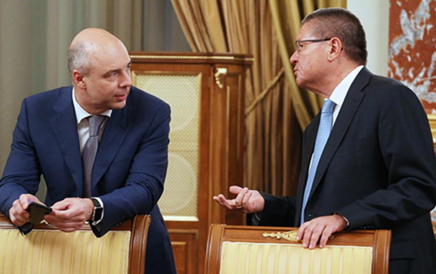 Слухи о слиянии министерств Антона Силуанова (слева) и Алексея Улюкаева отражают неудовлетворенность отсутствием внятной экономической стратегии