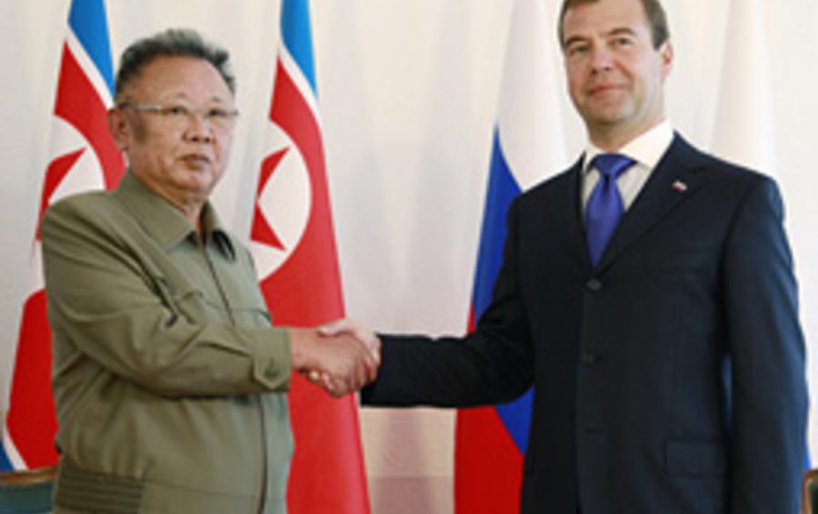 Председатель КНДР Ким Чен Ир и президент России Дмитрий Медведев