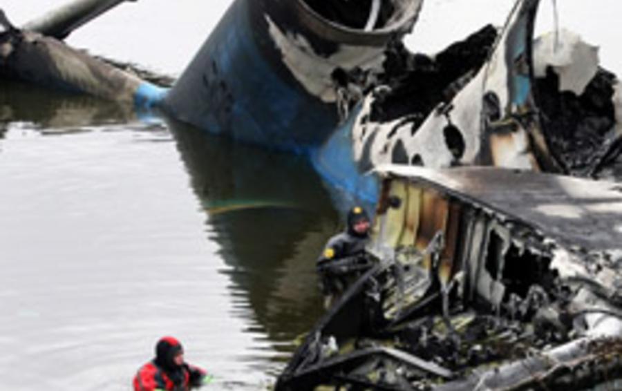 Работа спасателей на месте катастрофы Як-42