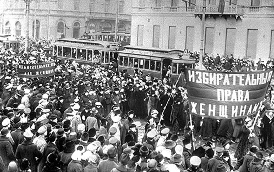 Революция «спустила» женщинам права в обязательном порядке