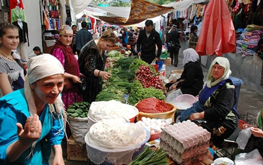 Одновременно с решением проблемы мигрантов России придется взять на себя часть ответственности за экономическую ситуацию у них на родине.