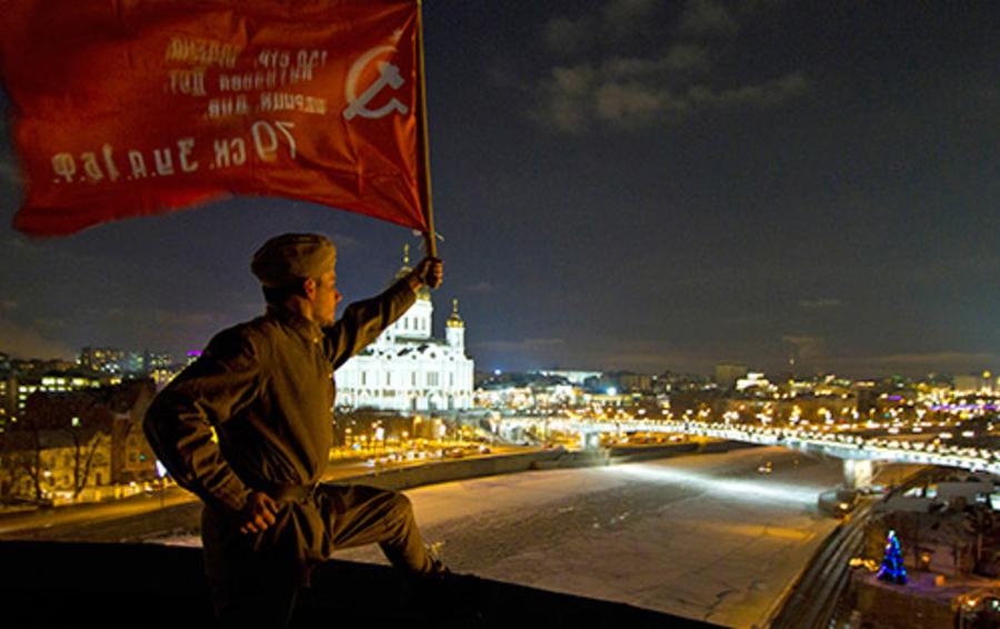 Акция протеста прокремлевской молодежи против опроса на «Дожде»