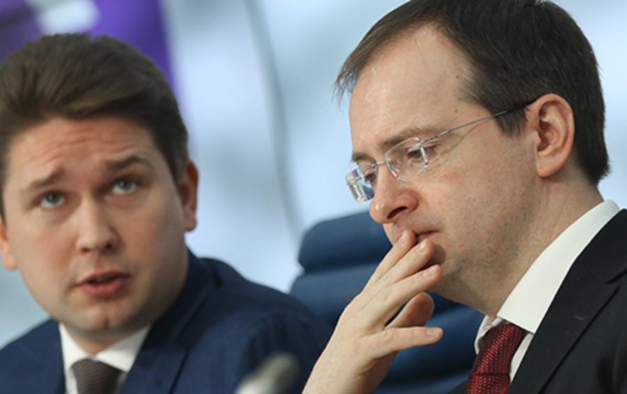 Исполнительный директор Фонда кино Антон Малышев и министр культуры РФ Владимир Мединский