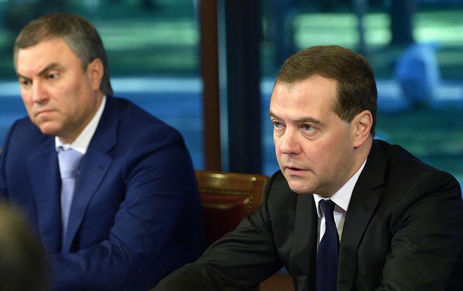 Первый заместитель руководителя администрации президента РФ Вячеслав Володин и премьер-министр РФ Дмитрий Медведев