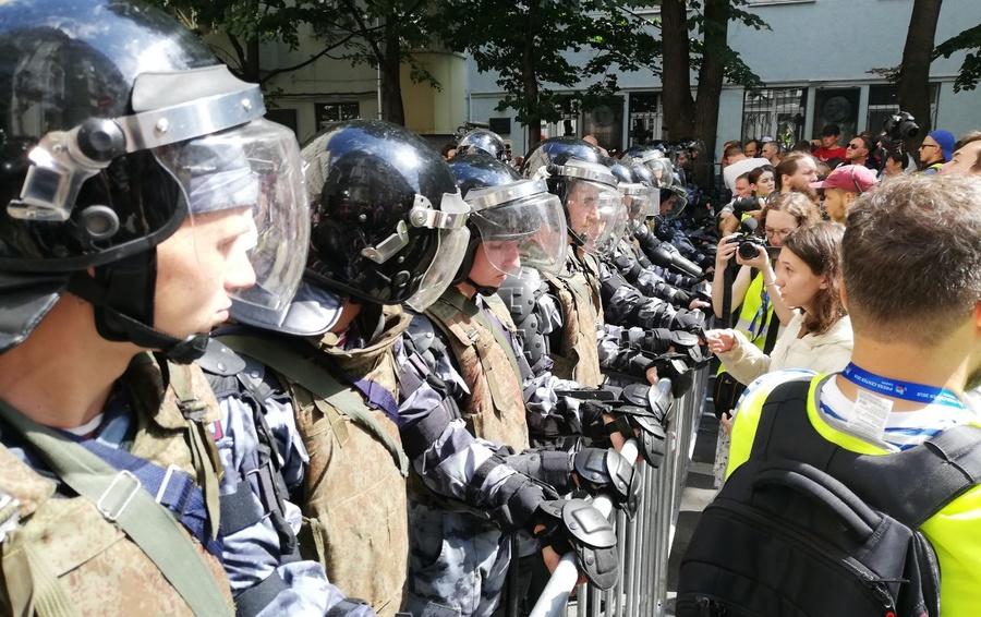В столице проходит несанкционированная акция протеста оппозиции