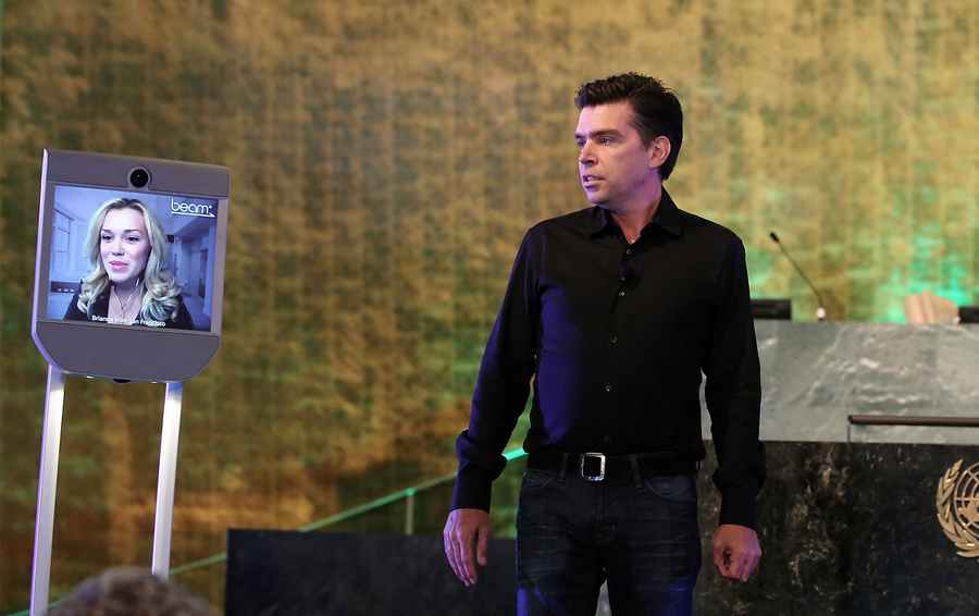 Скотт Хассан, генеральный директор и основатель Suitable Technologies.