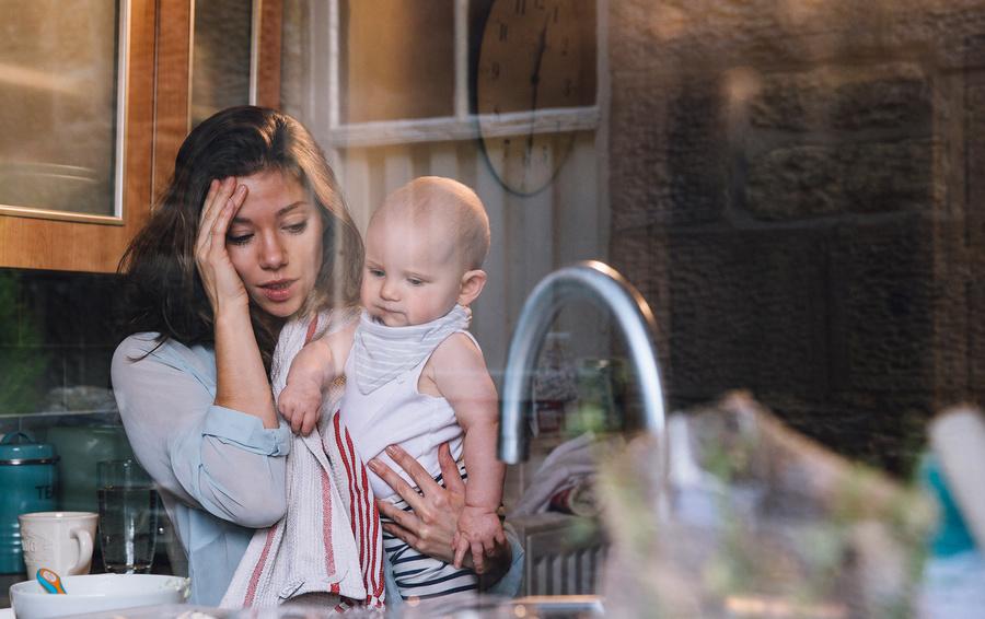 «Не просто устала». Как работа влияет на женщину в постродовой депрессии