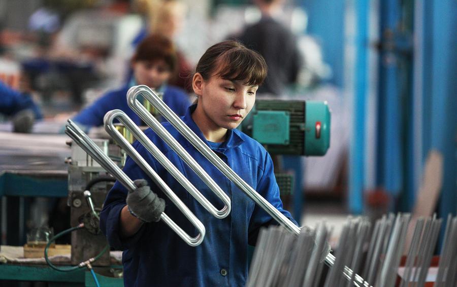 Линия конвеерной сборки холодильного оборудования на заводе Акционерного общества