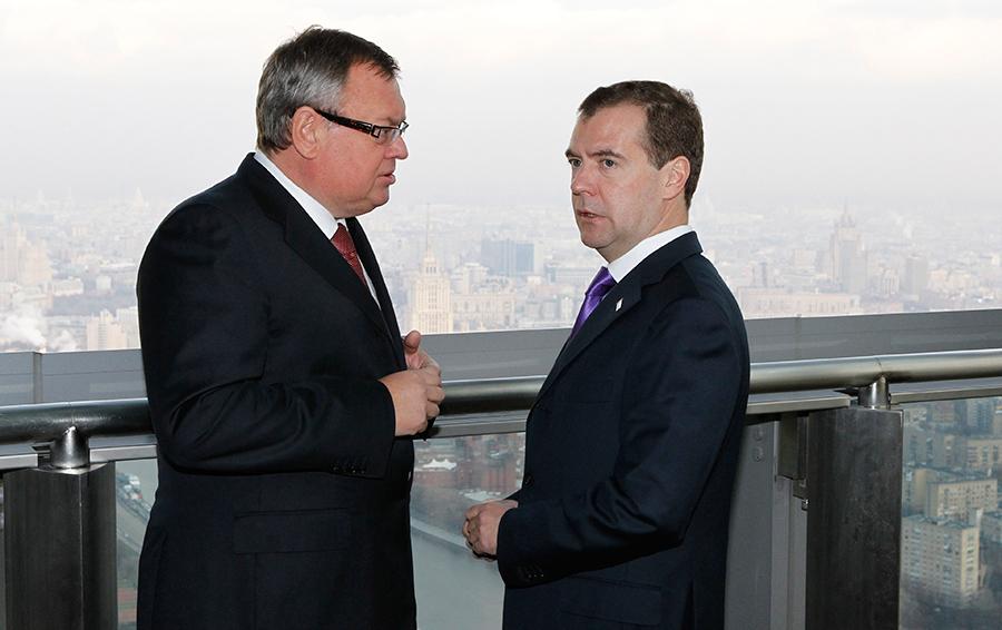 Андрей Костин и Дмитрий Медведев