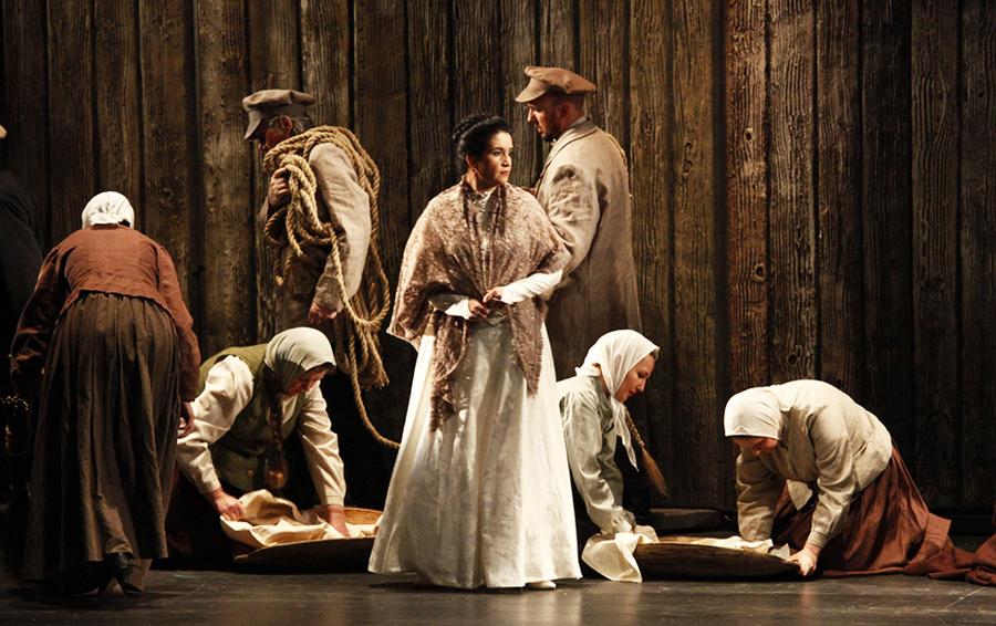Ирина Крикунова в оперном спектакле