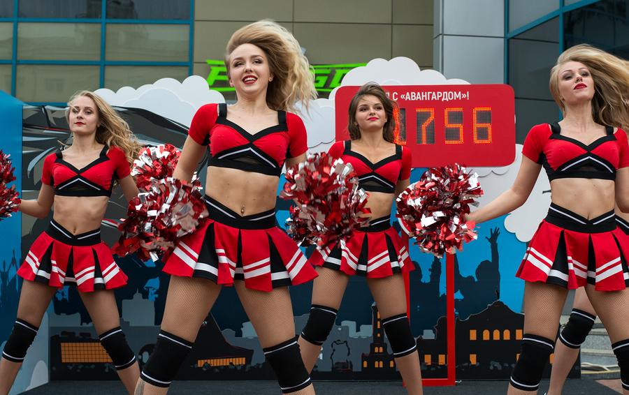 К первой серии домашних матчей на «Арене Балашиха» «Авангард» привез из Омска девушек из группы поддержки