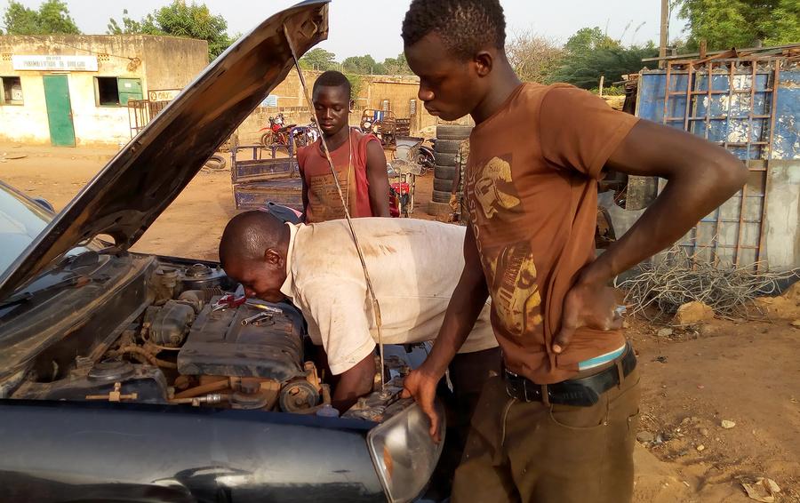 Одна вокруг света. Женский взгляд на африканский автосервис