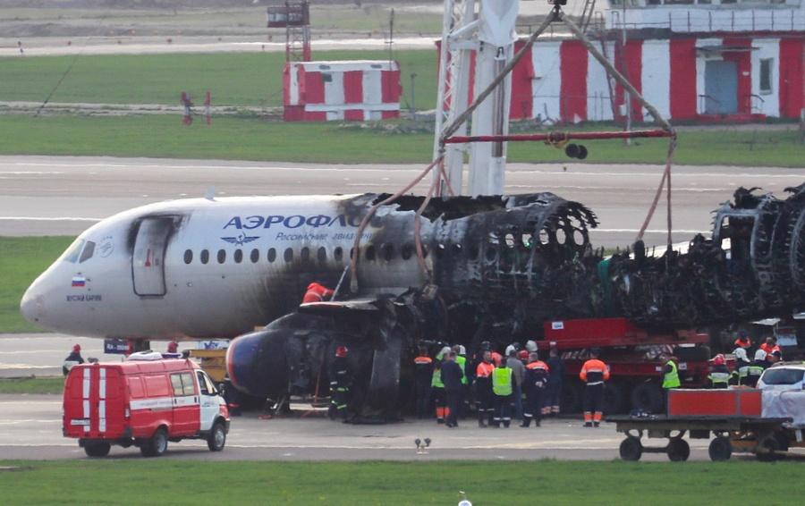 Картинки по запросу фото катастрофы SSJ-100 в Шереметьево